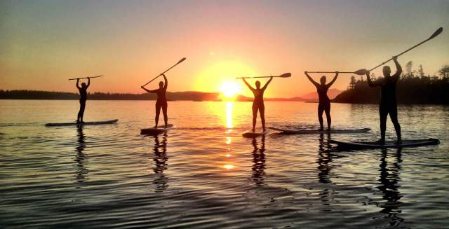 Tofino-Paddle-Surf-Stand-Up-Paddle-Boarding-Group-Shot